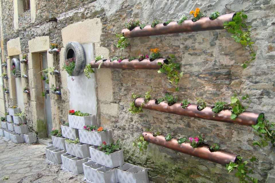 Jardines verticales ines hurtado espa a navia y luca for Paredes de madera para jardin