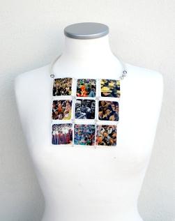 Collar SOVRAPPOPOLAZIONE1. Plástico.